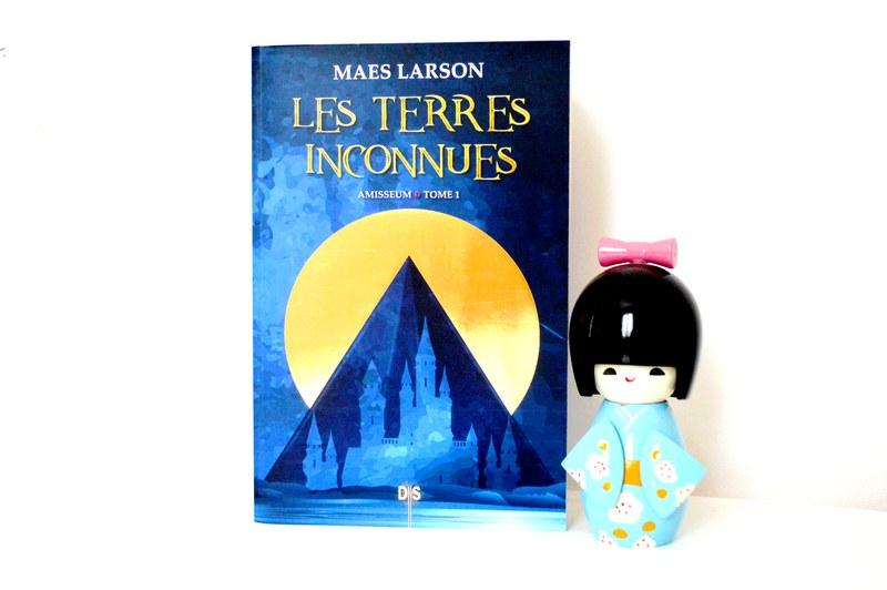 """J'ai lu """"Les Terres Inconnues"""", le premier roman de Maes Larson"""